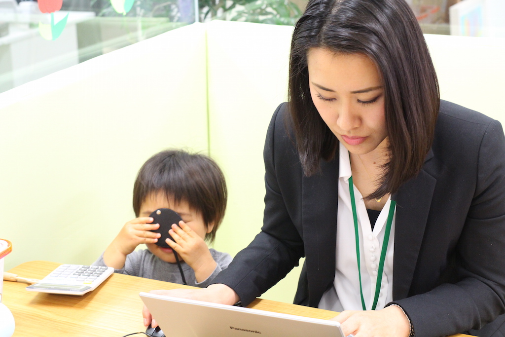 「わ~ママ Style Kids」で仕事をする稲葉さん
